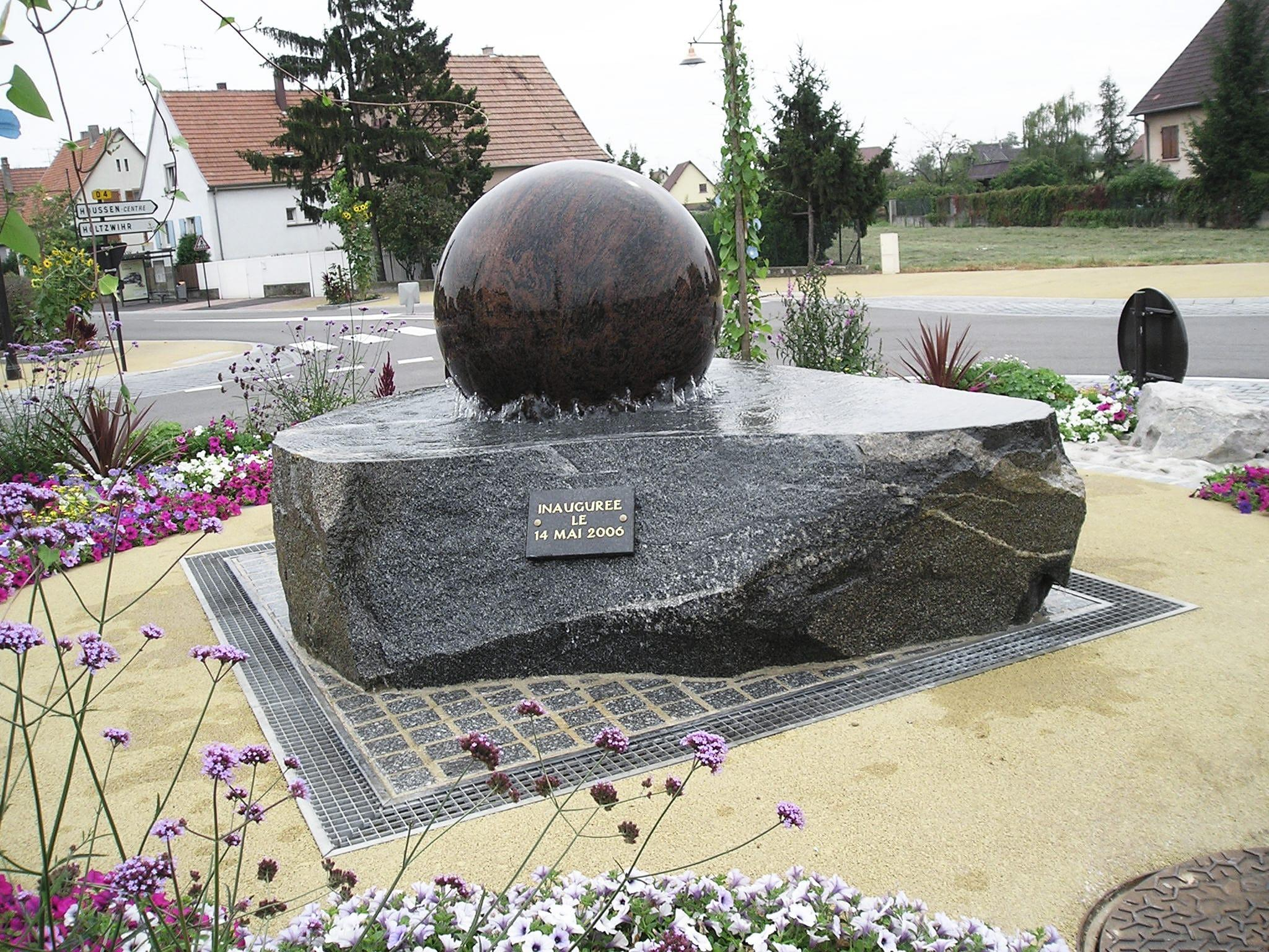 Kusser Kugelbrunnen In Houssen